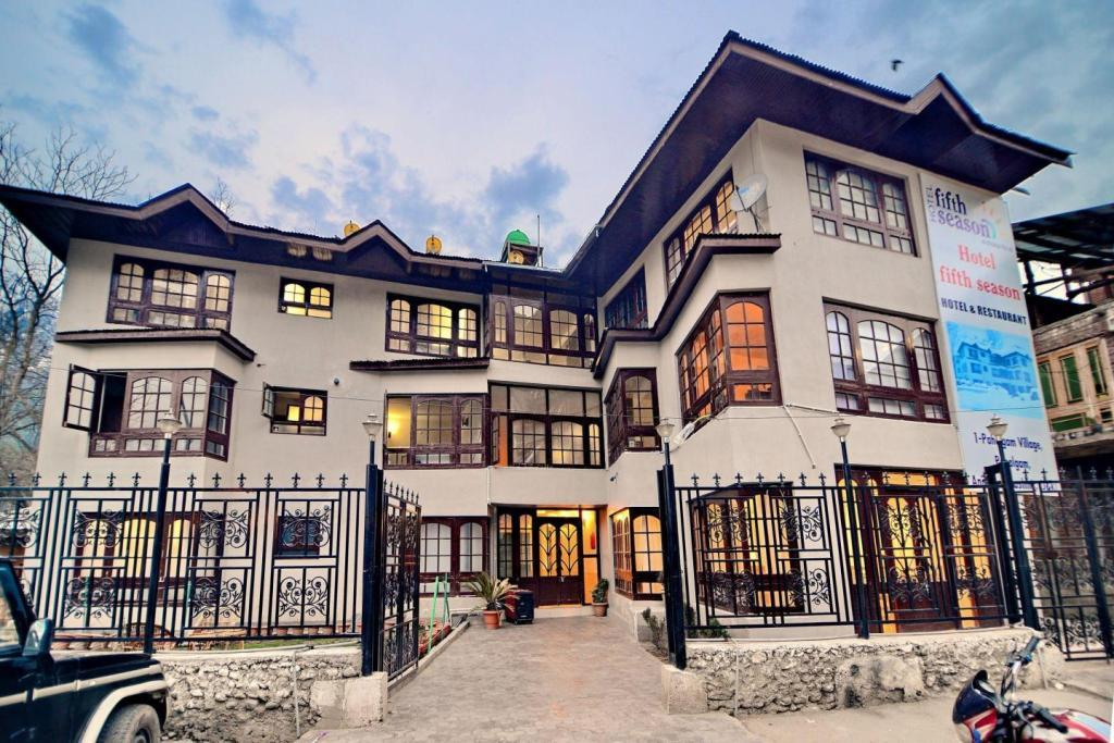 Hotel Fifth Season,pahalgam
